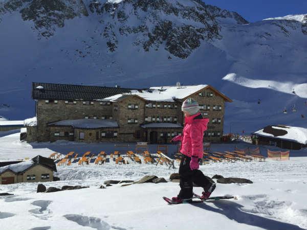 Schneeschuhtest bei der Hütte