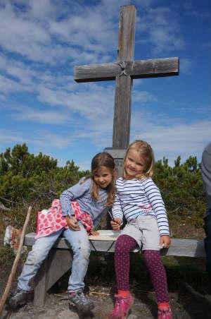 Neue Magdeburger Hütte mit Kindern