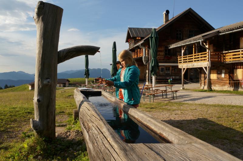 Mit Kindern auf Hütten: Spielen bei der Holzalm bis zum Sonnenuntergang