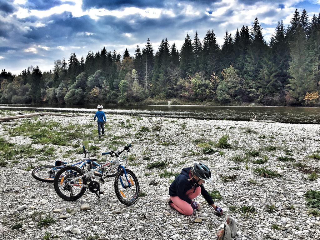Mountainbike mit Kindern Pupplinger Au